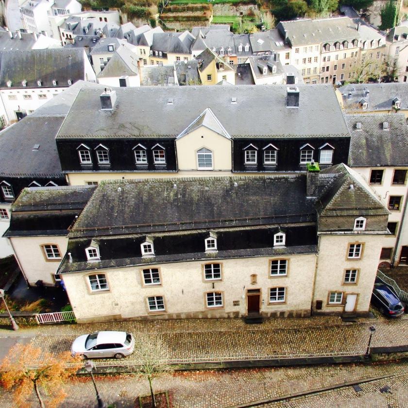 Sebuah rumah di Grund, dilihat dari level atas