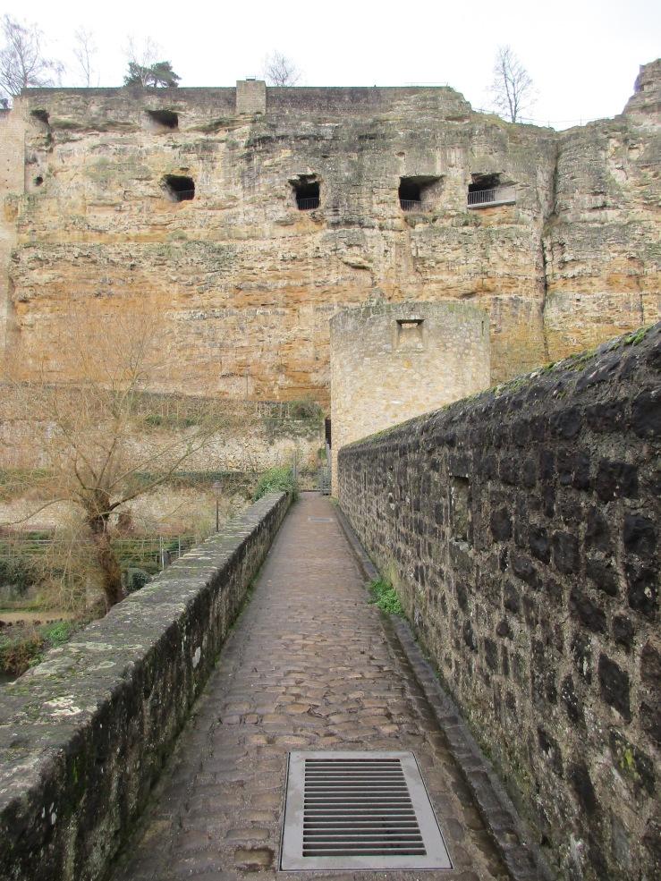 Jalan penghubung menuju Bock