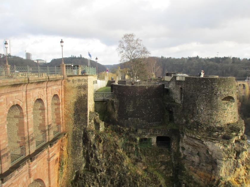 Bagian atas Bock, bekas menara, dan jembatan penghubung